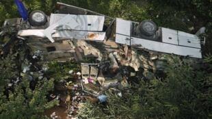 O ônibus de turismo que levava 48 pessoas caiu no domingo 28 de julho de um viaduto, na província de Avellino, no sul de Itália.