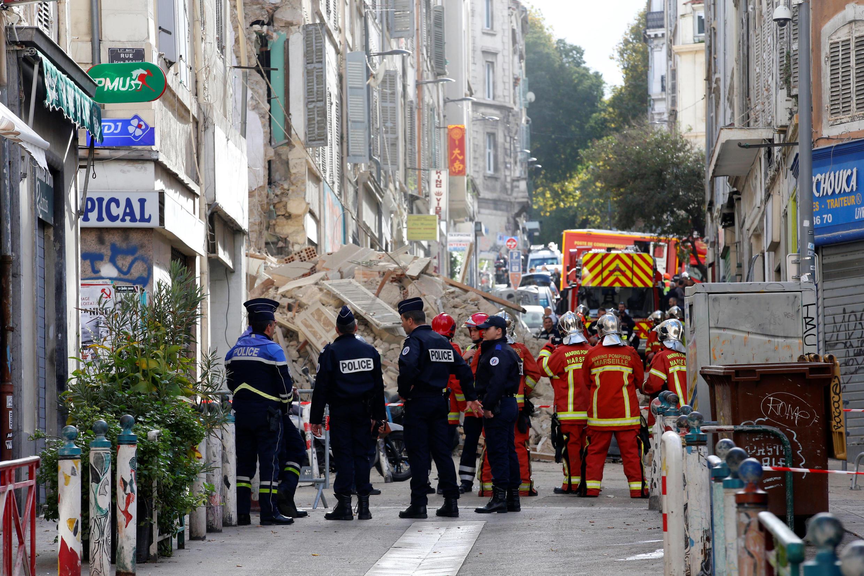 В Марселе обрушились три смежных здания. Под обломками нашли тело мужчины