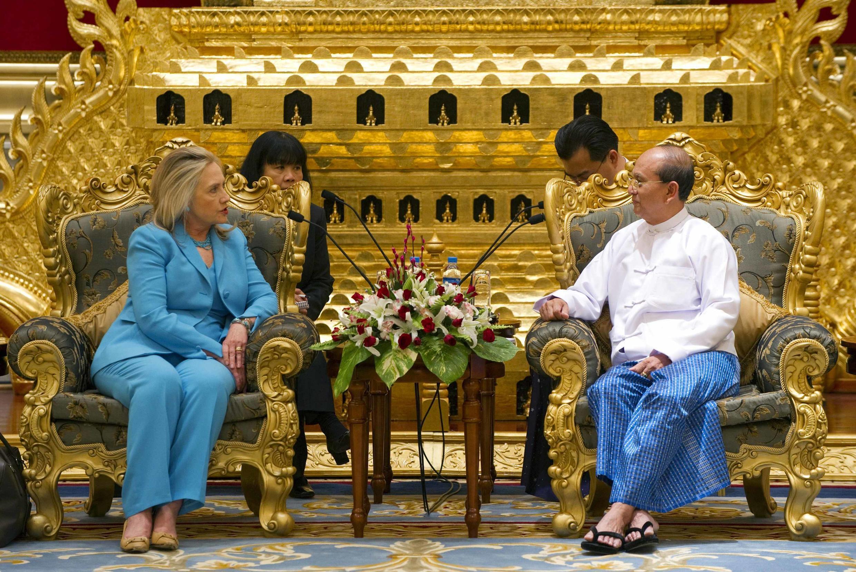 Tổng thống Miến Điện Thein Sein tiếp Ngoại trưởng Mỹ Clinton (Reuters)