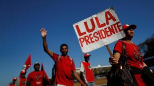 Des partisans de Lula, lors d'une marche pour la libération de l'ancien président brésilien, le 14 août 2018.
