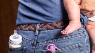 Las mujeres no quieren machos a su lado sino hombres cariñosos que se ocupen de los hijos, barran y planchen sus camisas.