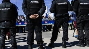 Des gendarmes bulgares montent la garde au poste-frontière de Kapitan-Andréevo, à la frontière truque (photo d'illustration).