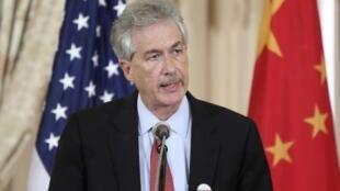 資料圖片:美國副國務卿伯恩斯在中美戰略與經濟對話會議上。2013年7月11日