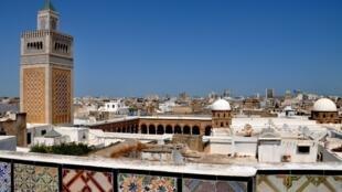 La mosquée Zitouna dans la médina, à Tunis.