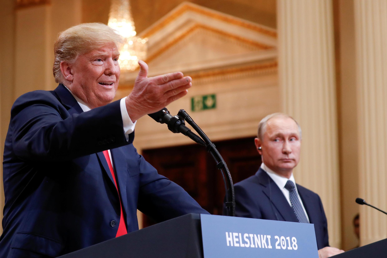Tổng thống Mỹ Donald Trump (T) và đồng nhiệm Nga Vladimir Putin tại cuộc họp báo ngày 16/07/2018 tại Helsinki, Phần Lan
