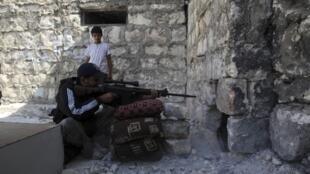 Imagens da oposição síria durante batalha em Aleppo.