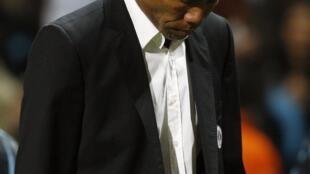 O ex-técnico do PSG, Antoine Kombouaré, demitido nesta quinta-feira pela diretoria do clube.