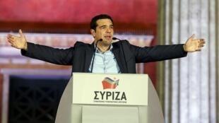លោក អាឡិចស៊ីស ស៊ីប្រា (Alexis Tsipras) ប្រមុខដឹកនាំគណបក្ស Syriza ទើបបានឈ្នះឆ្នោត ក្លាយជានាយករដ្ឋមន្រ្តីថ្មីរបស់ក្រិក