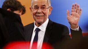 Alexander Van der Bellen, le candidat écologiste à la présidentielle en Autriche vient d'être élu, le 4 décembre 2016.