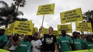 6 500 personnes ont défilé dans les rues de Durban pour réclamer « une justice climatique » et non « un apartheid climatique », samedi 3 décembre 2011.