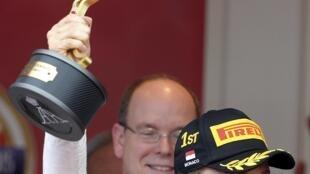 Nico Rosberg, da Mercedes, comemora vitória no GP de Mônaco, neste domingo (24).