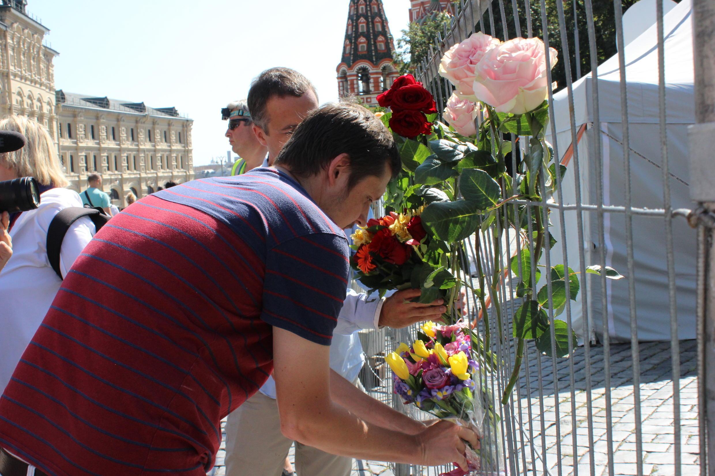 Участники акции пришли на Красную площадь с цветами