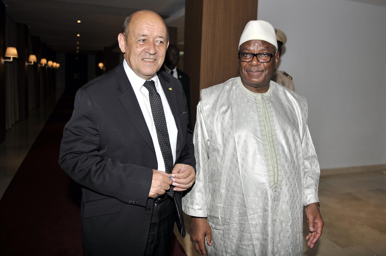 Jean-Yves Le Drian avec le président malien Ibrahim Boubacar Keïta à Bamako, le 22 juin 2015.