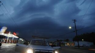 Les services météo ont averti que d'autres tornades violentes étaient attendues jusqu'à mardi du Texas au Tennessee.