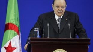Le président algérien Abdelaziz Bouteflika (photo) a nommé par décret Saïd Lamrani à la tête de TV4, la chaîne publique berbère.