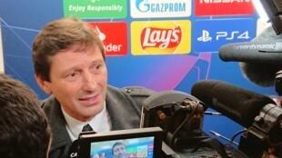 O diretor do PSG Leonardo em uma das raras aparições para a imprensa no Parc des Princes.