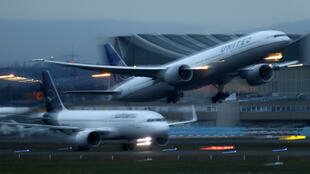 3月2日,一架客机从法兰克福国际机场起飞。