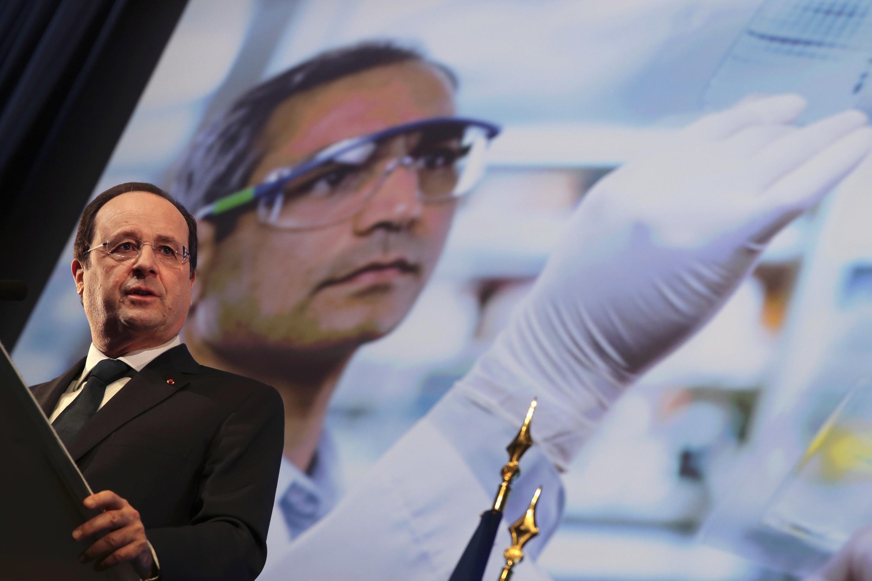 President François Hollande presents the cancer prevention plan