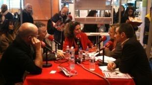 Emmanuelle Bastide entourée de ses invités au Salon Expolangues : Julian Serrano, Fabrice PLacet, Sébatien Langevin et Lidwien Van Dixhoorn.
