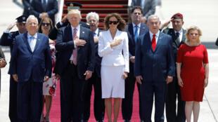 Donald Trump y su esposa Melania (centro) con Benjamin Netanyahu y su esposa Sara (der.), este 22 de mayo de 2017 en Tel Aviv.