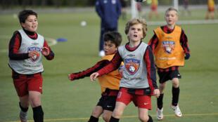 Le sport  remède  pour les enfants trop actifs ? Les activités physiques sont pourtant nécessaires à tous les âges de la  vie.