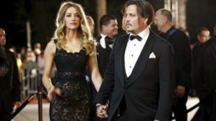 Amber Heard e Johnny Depp em evento de gala em Palm Springs, Califórnia, em janeiro de 2016.