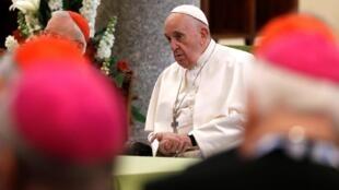 """Segundo o papa Francisco, é preciso levar """"a força da palavra de Deus e da Eucaristia"""", aos contaminados pelo coronavírus."""