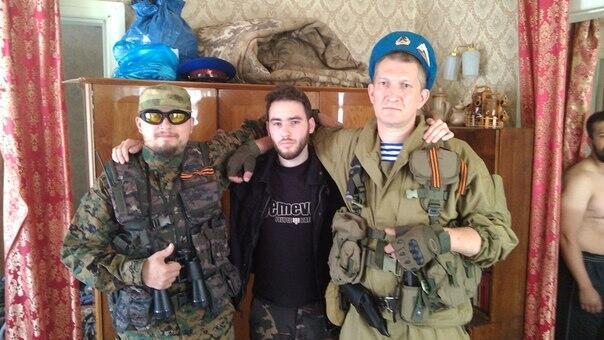 """Гийом Ленорманд с """"Искандером"""" (слева) и """"Бревном"""" (справа)"""
