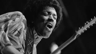 Jimi Hendrix durante seu último show na Inglaterra, em agosto de 1970.