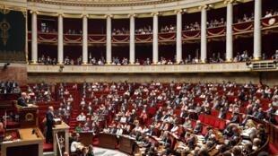 O primeiro-ministro francês Jean Marc Ayrault defendeu nesta quarta-feira no Parlamento uma intervenção militar na Síria.