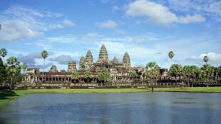 Une copie des temples d'Angkor par une fondation indoue soulève la contestation au Cambodge.