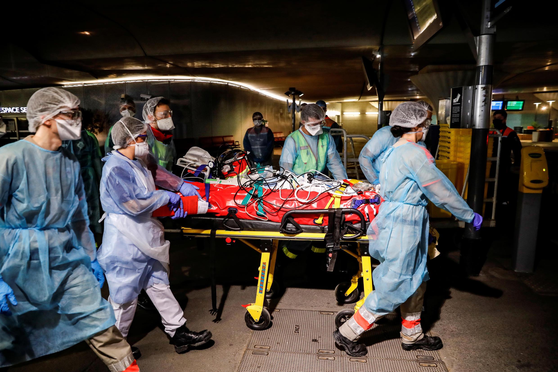 Более четырех тысяч человек скончались от COVID-19 во французских больницах с начала эпидемии