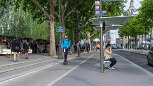 Les nouveaux services de déplacement en libre-service ou «free floating» (trottinettes, vélos, gyropodes...) fiugreront dans le projet de loi d'orientation des mobilités.