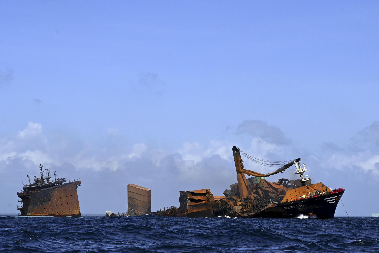 """El buque portacontenedores """"MV X-Press Pearl"""", frente a la costa de Colombo, en Sri Lanka, el 2 de junio de 2021"""