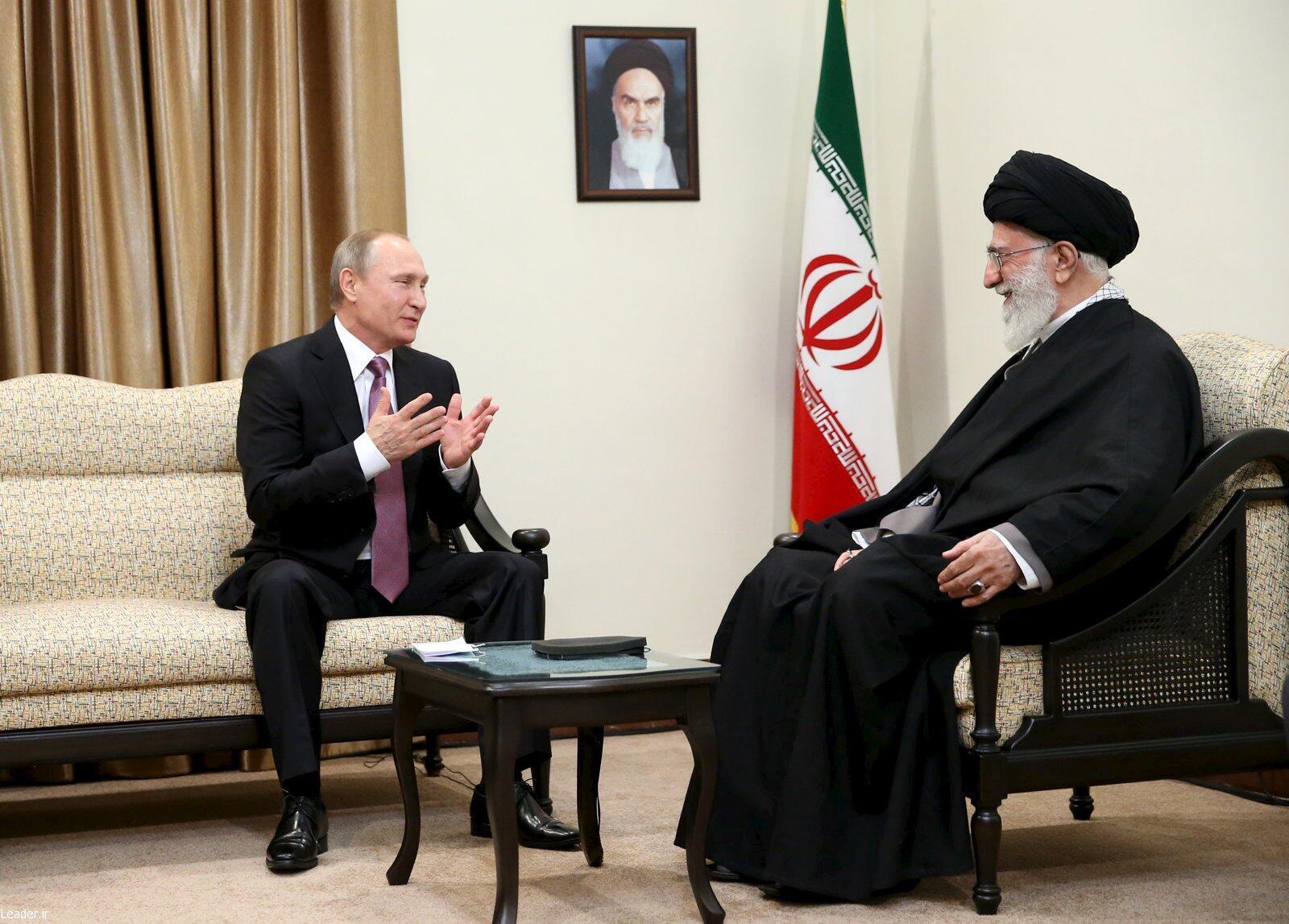 Президент России Владимир Путин и президент Ирана Хасан Рухани во время переговоров в Тегеране 22 ноября 2015