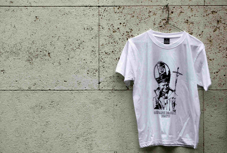 Самый популярный в Ватикане t-shirt