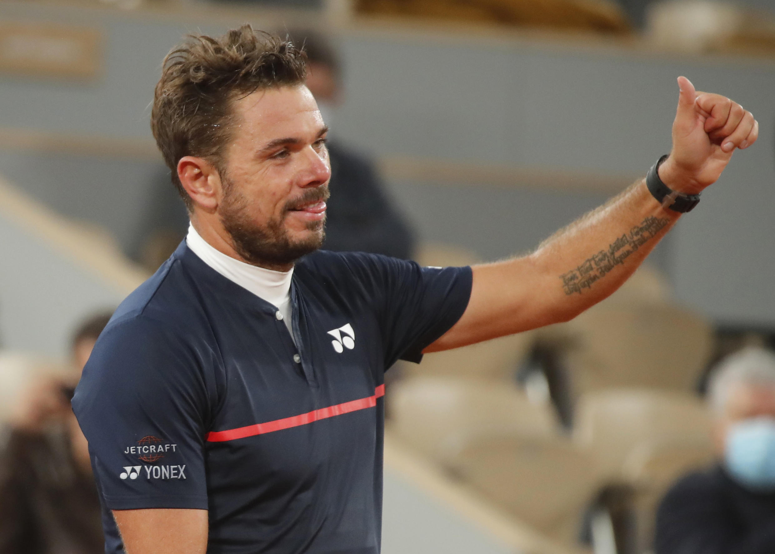 Stan Wawrinka beat Andy Murray in straight sets to advance to the second round at the 2020 French Open.