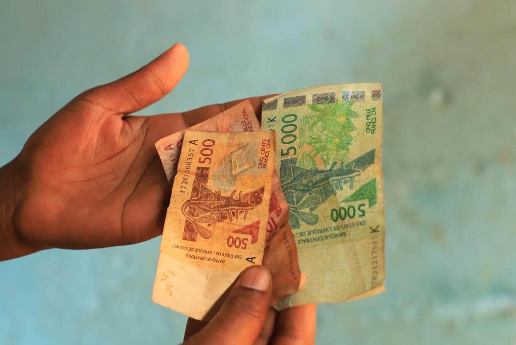 Billets de 500, 1 000 et 5 000 francs CFA.