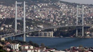 Le pont du Bosphore (Turquie).