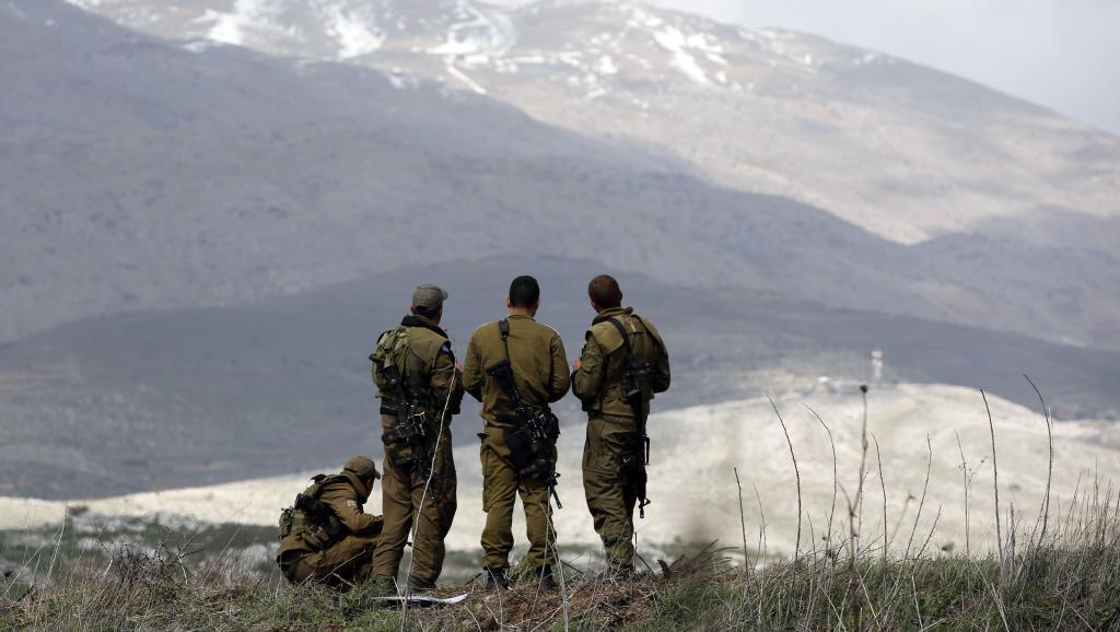 Askari wa Israel wakiwa katika milima ya Golan, wanaelekeza macho yao nchini Syria.