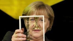 В минувшем году зафиксировано самое большое количество «антисемитских актов» за последние 10 лет. На фото: Ангела Меркель получает премию «За взаимопонимание и толерантность» в Еврейском музее Берлина. 2011 г.