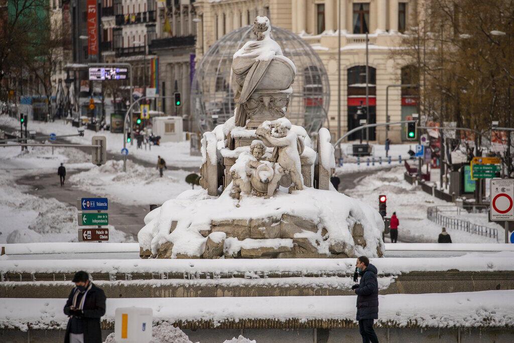 Метеорологи называют снегопад в Мадриде сильнейшим за 50 лет