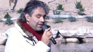 Ca sĩ người Ý, Andrea Bocelli.
