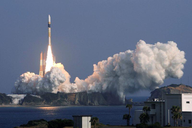 Tên lửa A H-2A mang vệ tinh gián điệp được phóng tại trung tâm không gian Tanegashima, cách Tokyo  khoảng 1.000km về phía tây nam, 12/12/2011.