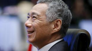 图为新加坡总理李显龙