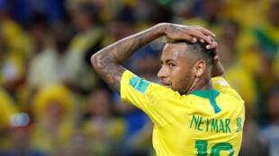 Le Brésilien Neymar lors de Brésil-Serbie en Coupe du monde 2018.