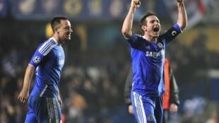 Frank Lampard và John Terry sau trận thắng Napoli trên sân Stamford Bridge Luân Đôn hôm 14/3/2012 giúp Chelsea thoát hiểm vào tứ kết  Cúp C1.