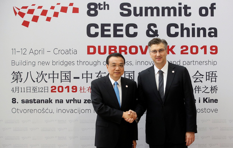 Thủ tướng Croatia Andrej Plenkovic và thủ tướng Trung Quốc Lý Khắc Cường trước khi khai mạc Diễn đàn Doanh nghiệp Trung, Đông Âu và Trung Quốc tại Dubrovnik, Croatia, ngày 12/04/2019.