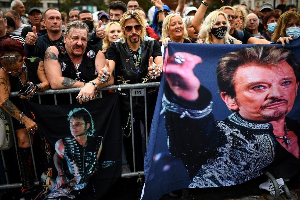 Los aficionados asisten a la inauguración de la explanada de Johnny Hallyday en París el 14 de septiembre de 2021.