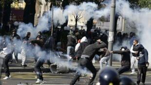 Affrontements entre la police et les militants d'extrême droite opposés à la Gay Pride dans les rues Belgrade, le 10 octobre 2010.
